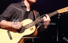 Ed Sheeran lights up Wells Fargo Center