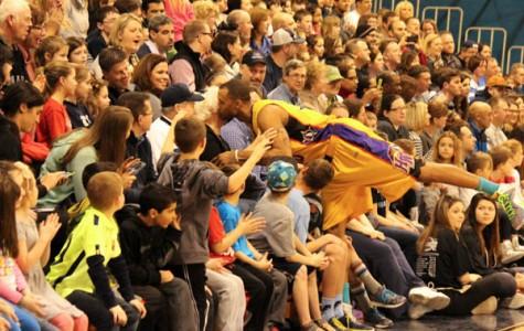 Harlem Wizards slam dunk Dream Team in 2nd annual showdown