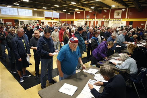 Crowds of people line up to get a ballot at a Republican caucus site, Tuesday, Feb. 23, 2016, in Las Vegas. (AP Photo/John Locher)