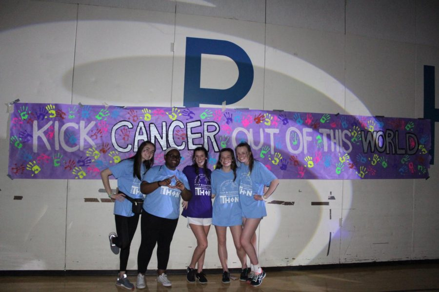 Juniors+pose+for+a+picture+while+staying+up+hours+to+raise+money+for+MiniTHON.