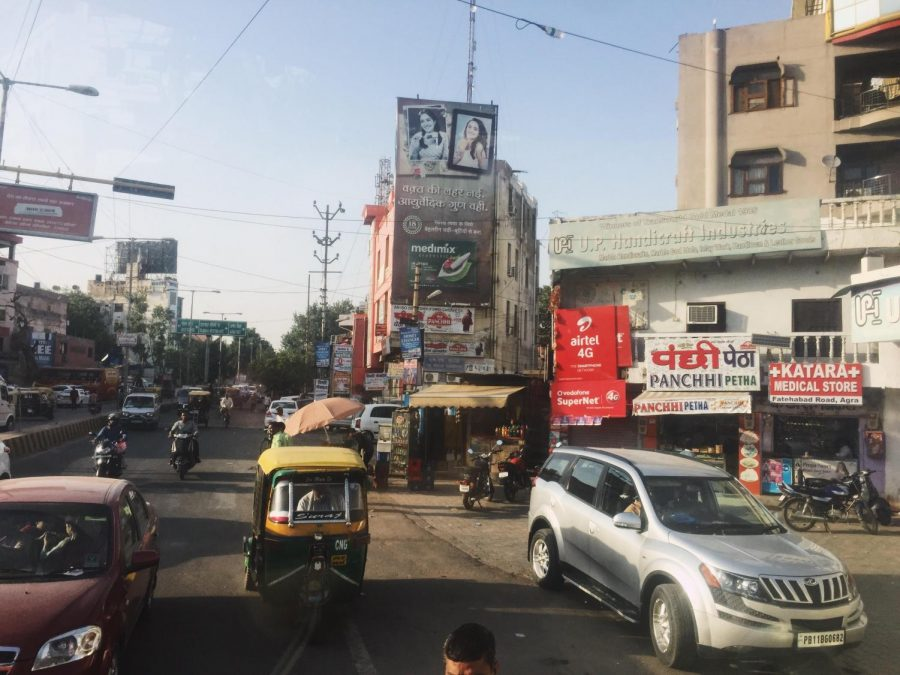 A+busy+street+in+New+Delhi%2C+India.