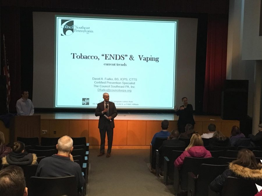 Nationally+certified+speaker+David+A.+Fialko+talks+about+the+dangers+of+vaping+at+Monday%27s+parent+forum.