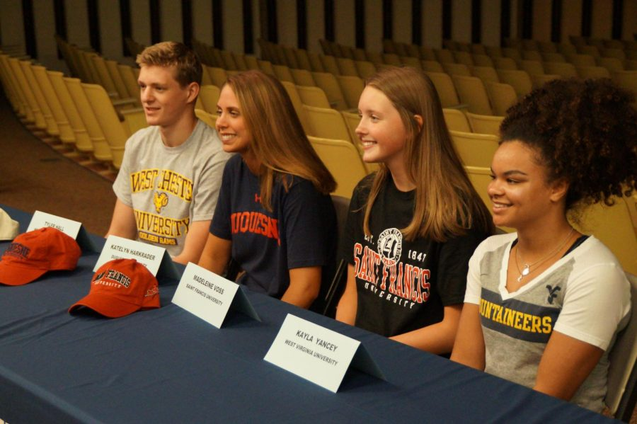 The+athletes+who+participated+in+the+signing+of+their+National+Letter+of+Intent.