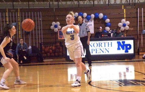Laynie Doran passes the ball for the Knights