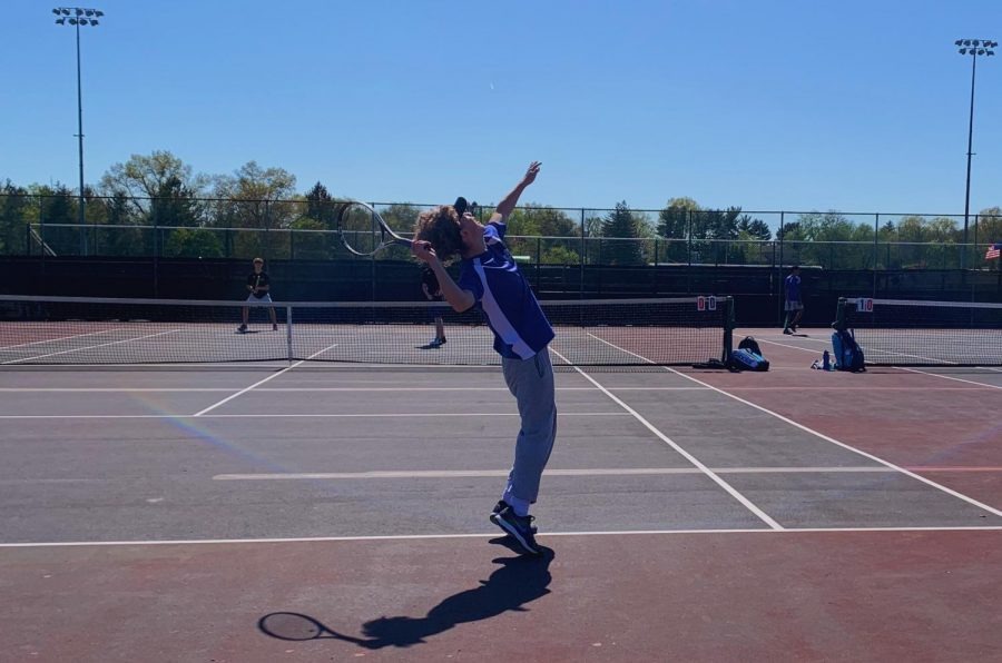 David Horrell middle of a serve to start of his set in a single match.